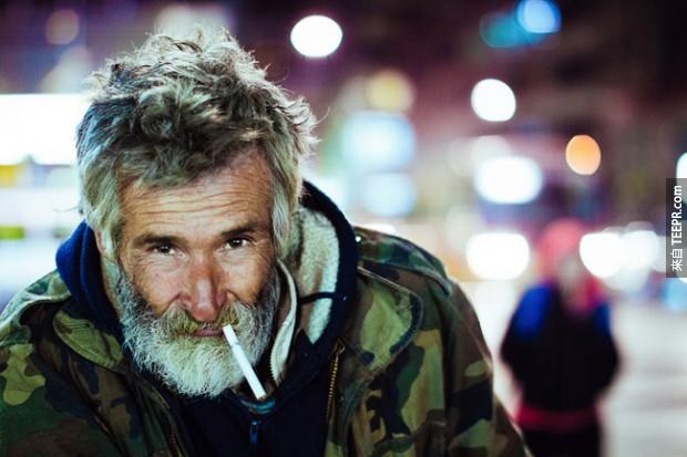 22.無家可歸的人有一個煙