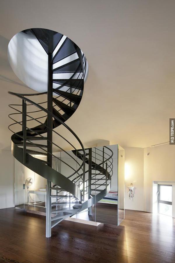 华丽的螺旋楼梯。