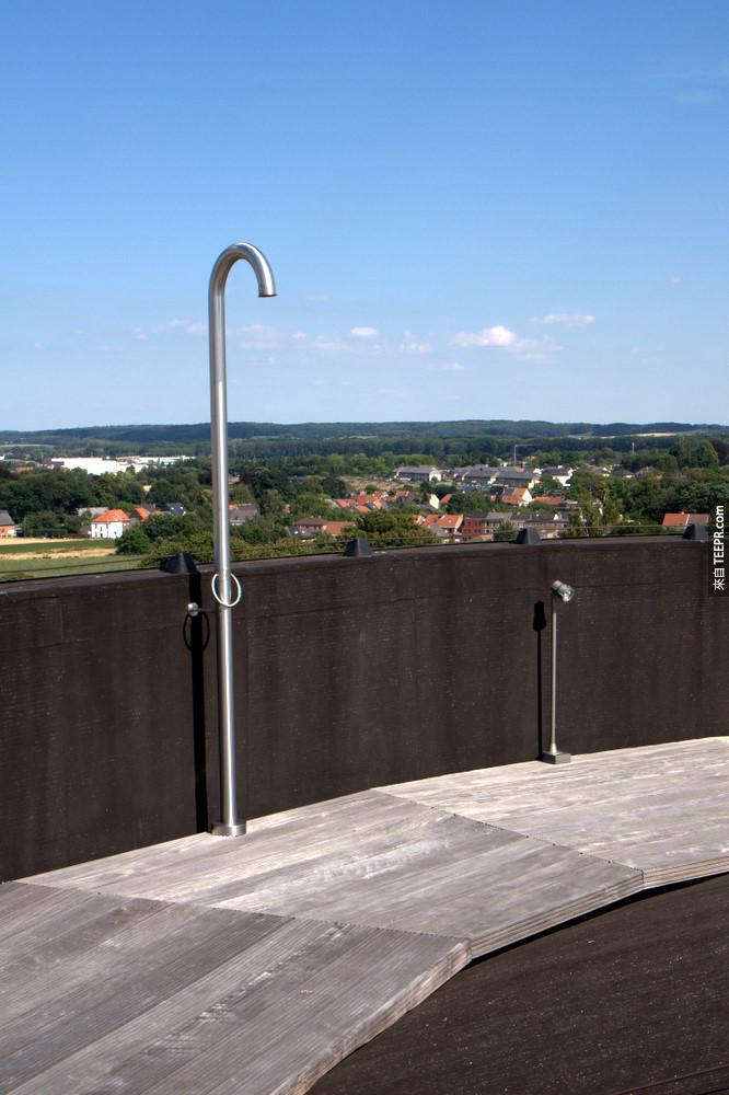 這上面的景色是萬中無一的,在這裡你可以看到360度的小鎮全景。