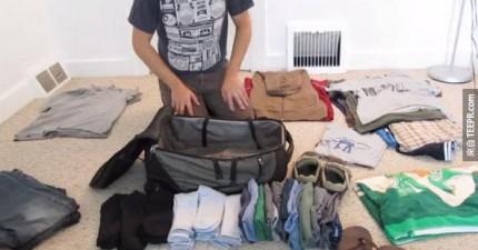 看看這個男生把一整月份的衣服塞到一個小背包裡。(揉眼睛...)