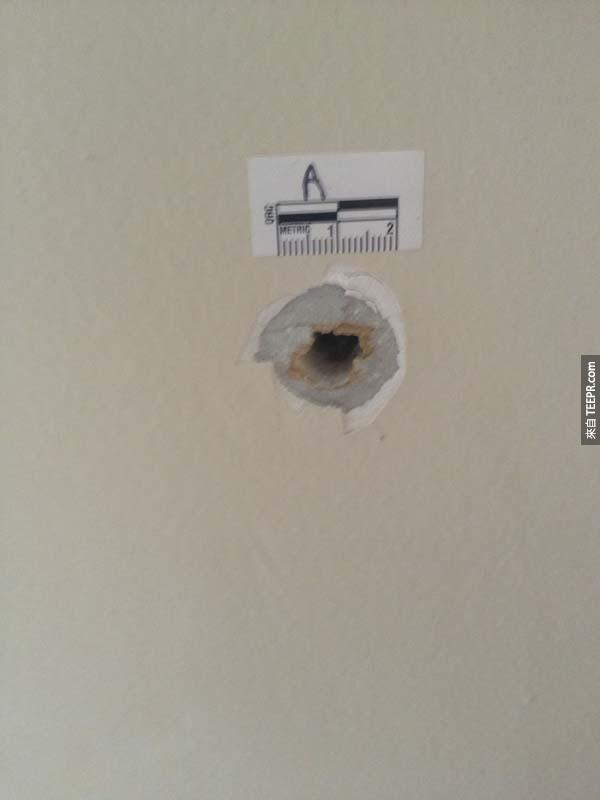 這個牆裡的小洞看起來沒什麼,但是這可能是我看過最危險的東西...