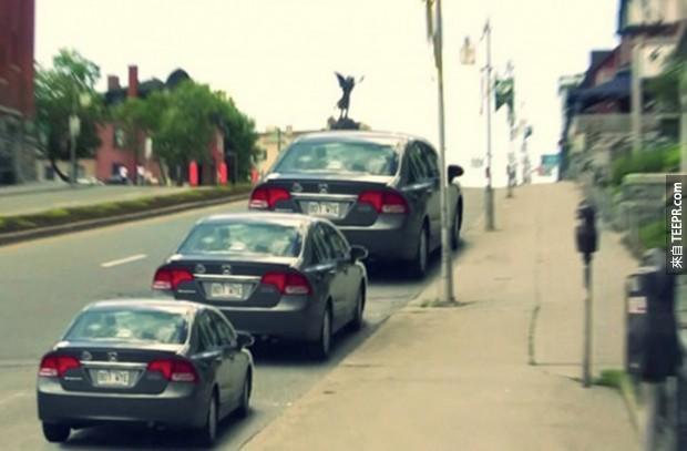 這些汽車的大小看起來不一樣,事實上它們全都一樣大。