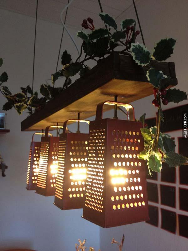 13.) 这些用擦菜板做出来的盏灯也超棒的!
