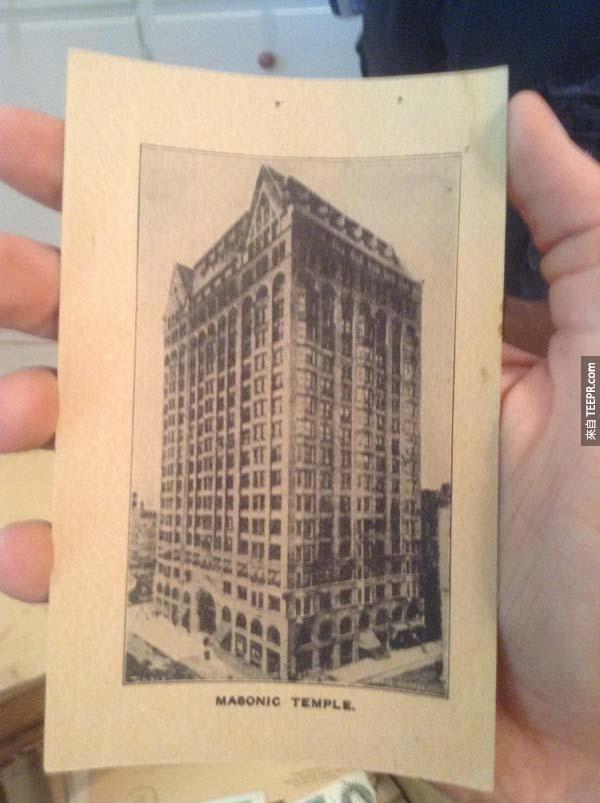 這張明信片是芝加哥共濟會殿堂的建築照,現在已經不存在了。