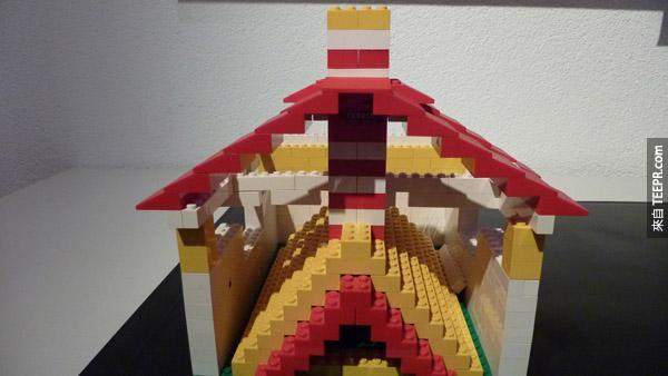 在這段期間,他們先在家裡用LEGO做出假想設計。