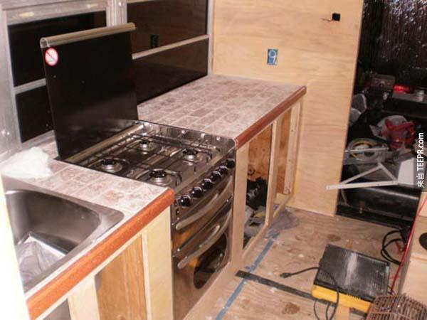還有全新的不銹鋼廚具~