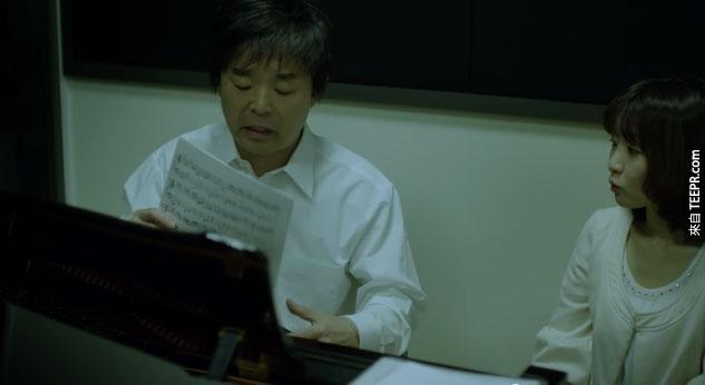 他決定去學怎麼彈鋼琴,決定利用彈奏鋼琴來表達他對女兒的關懷。