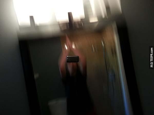 8.) 居然可以按下快門後馬上拍手...那手機不是摔爛了?