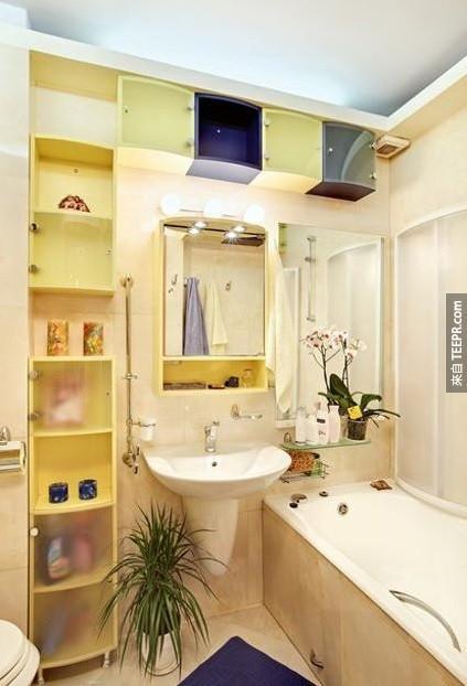 23. 善用浴室中牆上的空間。