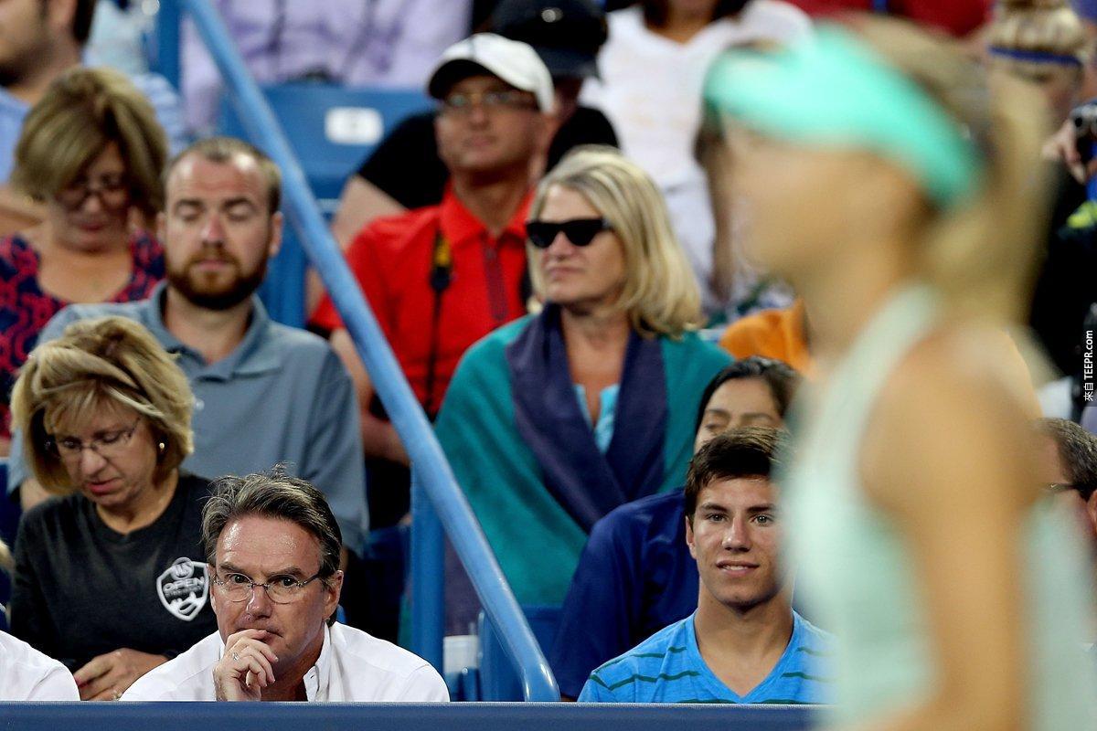 當她知道她輸了美國公開賽時,她也開除了她的教練Jimmy Connors。