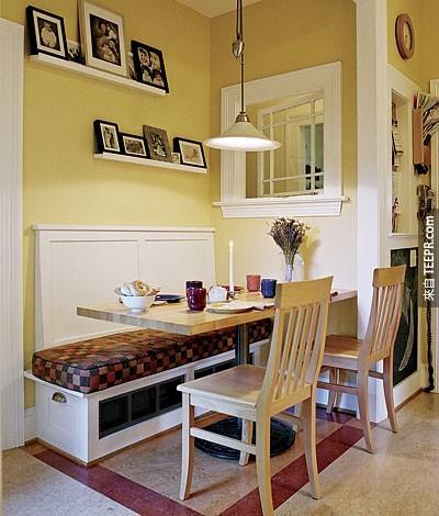 24. 如果你沒有足夠的用餐空間,那麼盡可能地創造一個舒適的範圍,像是放一個長型坐墊。