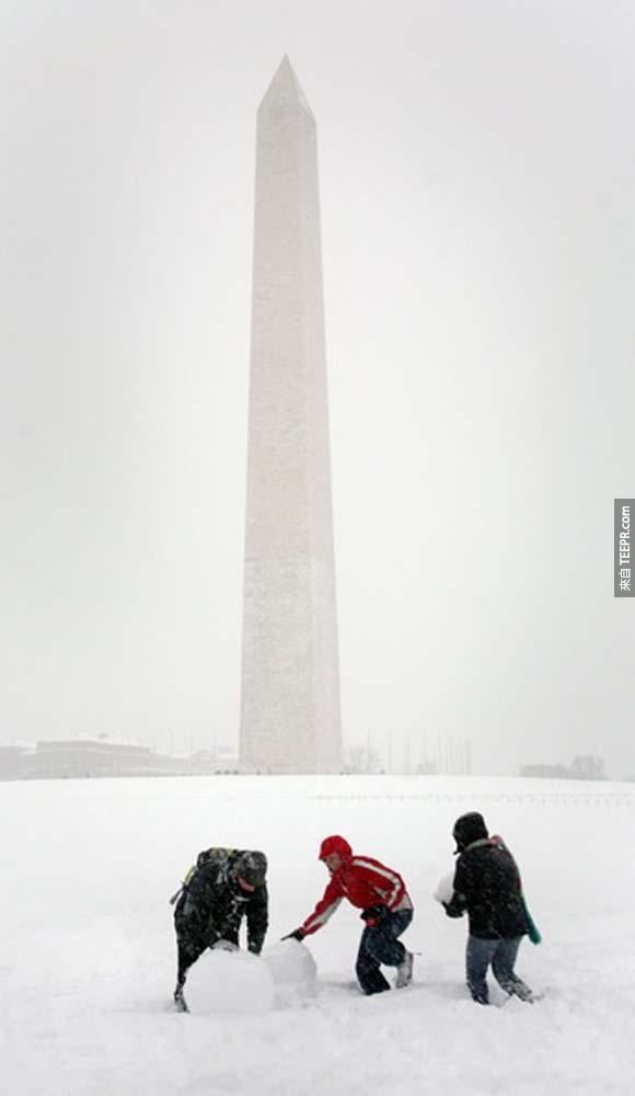 9.)2010年猛烈的暴風雪襲擊華盛頓哥倫比亞特區,當時的降雪量打破紀錄。