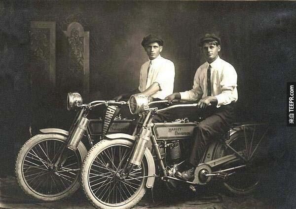 1)威廉·哈雷和阿瑟·戴維森(1914)。