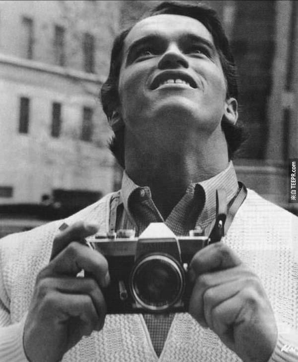 13)阿諾·施瓦辛格看到紐約的第一次(1968)。