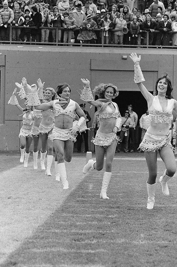6)羅賓·威廉斯加入啦啦隊(1980)。