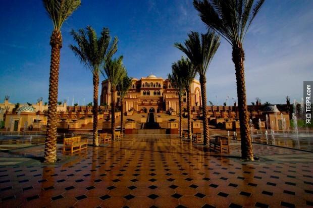 2. 酋長國宮殿酒店 - 阿布扎比 (Emirates Palace Hotel – Abu Dhabi)