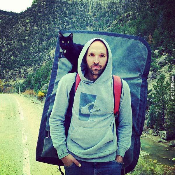 這名男子領養這隻貓的時候,他沒有想到他會得到這麼多。這件事引發了大眾激烈的討論。