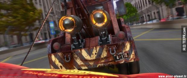 在《汽車總動員2》裡,拖吊車「板牙」的車牌依舊是這組號碼!