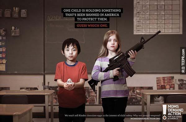 35.) 其中一個小朋友拿著一個非法的物品。(在加拿大,他們為了兒童安全,所以不賣建達出奇蛋)