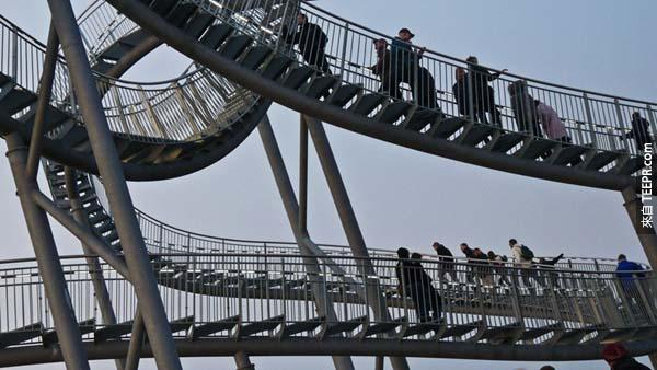 Approximately 120 tons of galvanized steel were used to make the Tiger & Turtle.