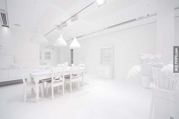 這個房間一開始看起來平凡無奇。但是如果你看下去,就會精采到你眼花撩亂。