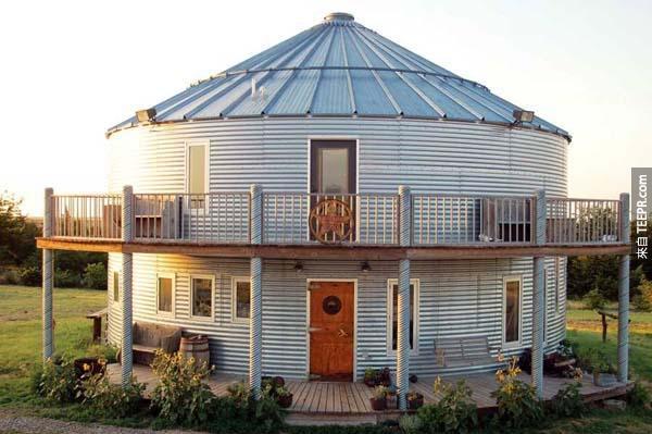 1.)Grain silo的家是一棟綠建築,他們在建造時還使用的許多再生材料。