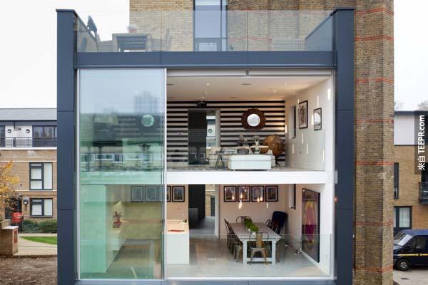 屋主 Leigh Osborne 和 Graham Voce,只花了短短幾個月的時間,就把這個位於倫敦的水塔改建成一棟豪宅。