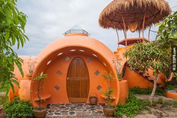 8.)位於泰國的圓頂小屋。不可思議的是這棟小屋僅由一個男人和幾位臨時工就完成了...