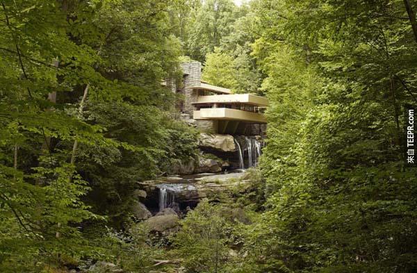 4.)位於賓夕法尼亞州的落水山莊,1935年由蘭克·洛伊·萊特設計而成。現在是個美麗的國家歷史地標。