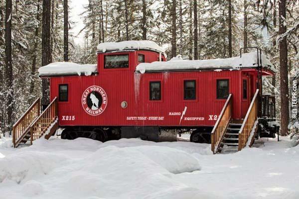 9.)位於蒙大拿州的艾薩克·沃爾頓旅店,讓你可以住在實際行駛在鐵路上的汽車上。