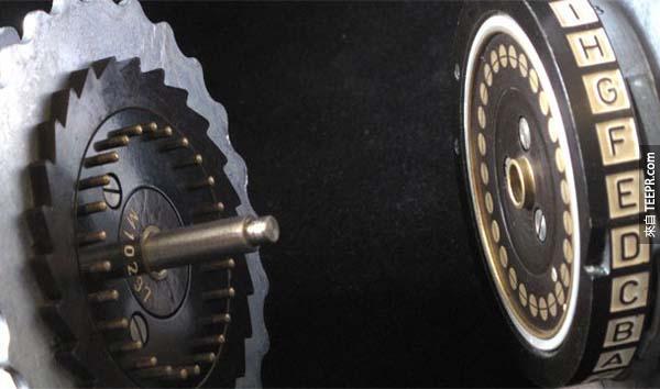 12.) 恩尼格瑪加密系統 (Enigma Encryption System): 這是德國二戰期間被廣泛使用的密碼機,其中一些密文至今尚未破譯。