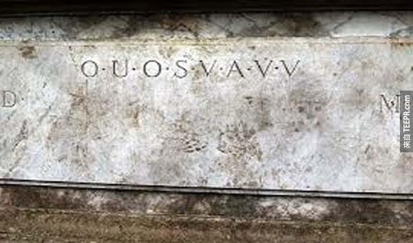 21.)Shugborough銘文 (Shugborough Inscription): 這些字母被刻在英格蘭斯坦伏郡外Shugborough市政廳外的石階上。