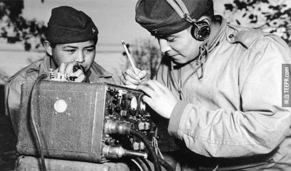 22.) 納瓦霍代碼(Navajo Code Talkers):在二戰期間,盟軍使用納瓦霍印第安人傳遞密文。由於他們的語言艱澀難懂,至今除了納瓦霍之外,還未有人能夠破解這些密碼。