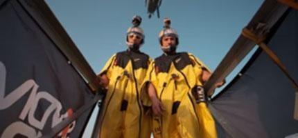 這兩名男子從全世界最高的摩天大樓上跳下來...看得我腿都軟了,但是卻又停不下來!