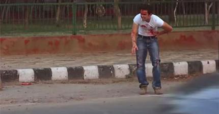 這個演員化妝成重傷的樣子在馬路上求救。接下來發生的事情會讓你看到這個社會的真面目。