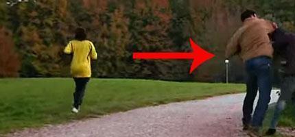 你會停下來幫助這個女生嗎?路人的反應會讓你很吃驚!