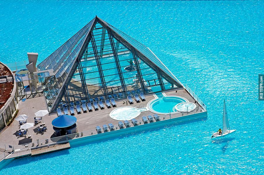 這31個就是全世界個最棒的游泳池。看得我全身感覺好涼爽!#22、#31超讚!