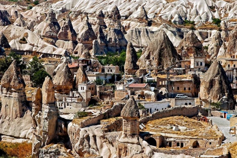 30個﹞世界上最美的小鎮」 土耳其的地下城市也太酷了