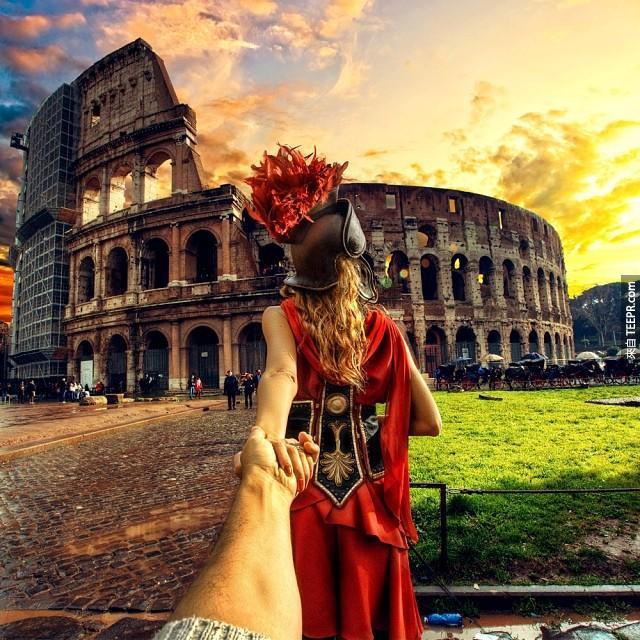 我很常旅行,但是這對情侶旅行的方式真的讓我太羨慕了!你一定要看看他們拍的照片。