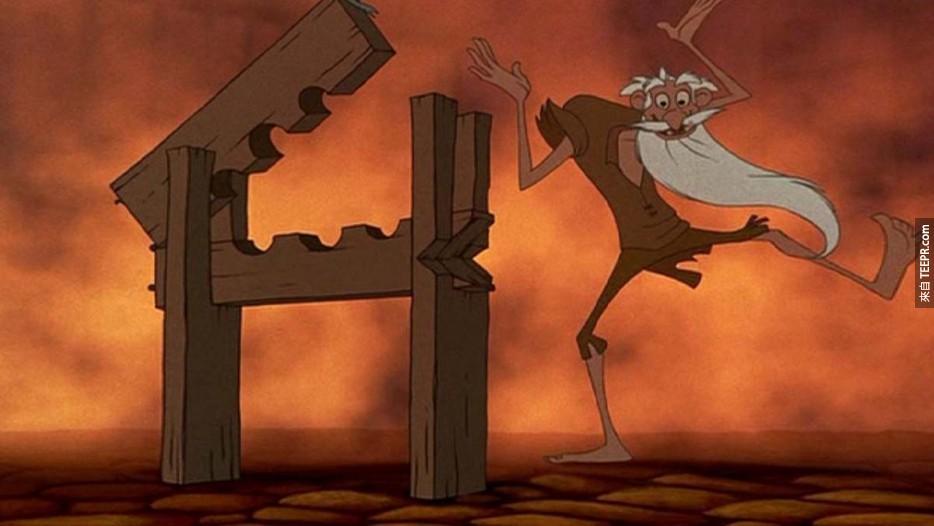 电影钟楼怪人中的老异教徒,跟阿拉丁中坏蛋贾霸变装成老人时长得一模一样。