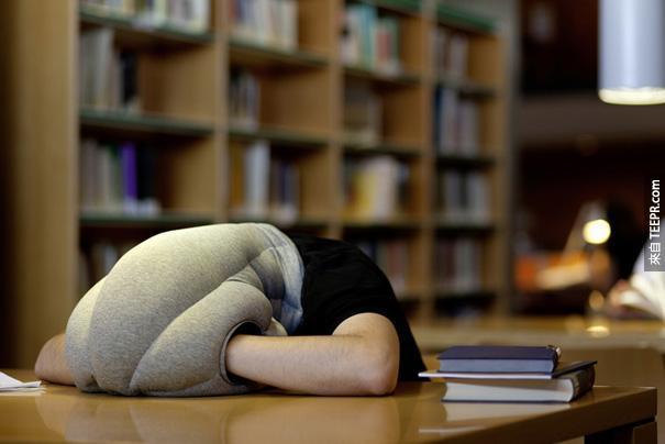 18.)有了這個鴕鳥枕,到哪都能小睡片刻!
