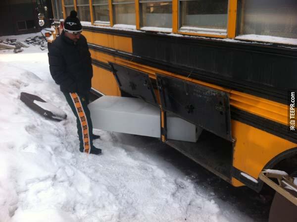 為了有蓄水池,我們最終把巴士中柱給移除掉了~