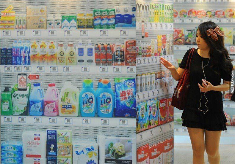 世界上第一家虚拟商店已经在南韩开幕了。商品橱柜已经变成了虚拟的触碰萤幕。你只要点一下你要什么,你准备结帐的时候它最会在那等着你。