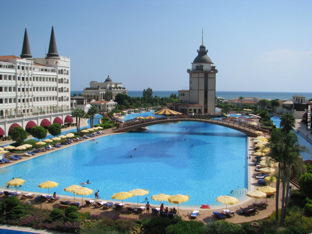 #29. 土耳其飯店(Mardan Palace Antalya )內的泳池。