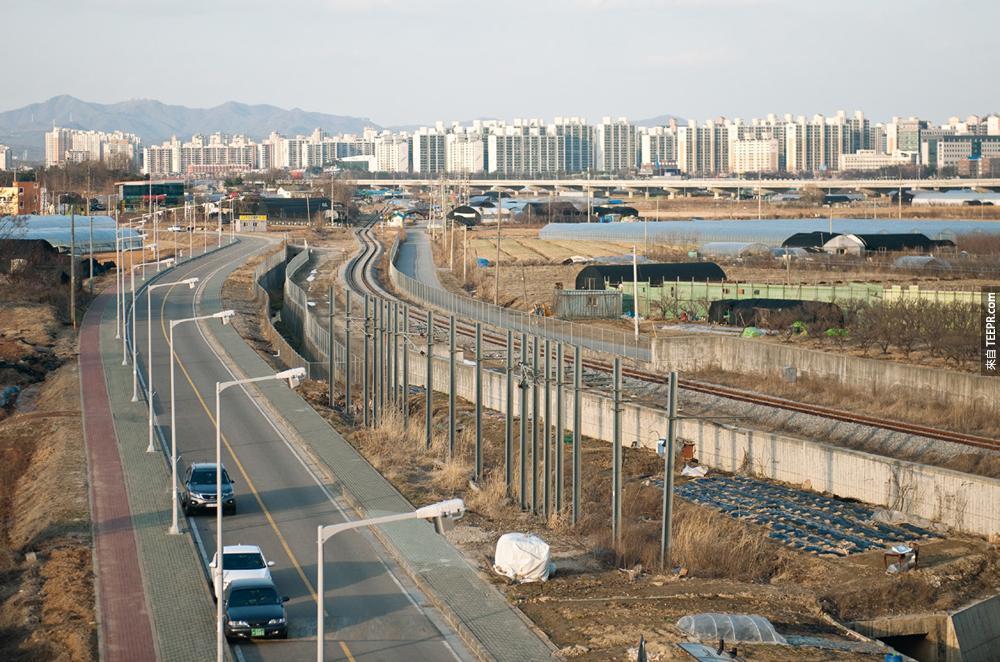 我知道北韓與南韓真的差很多,但是這5張比較圖真的讓我看出差別有多大!