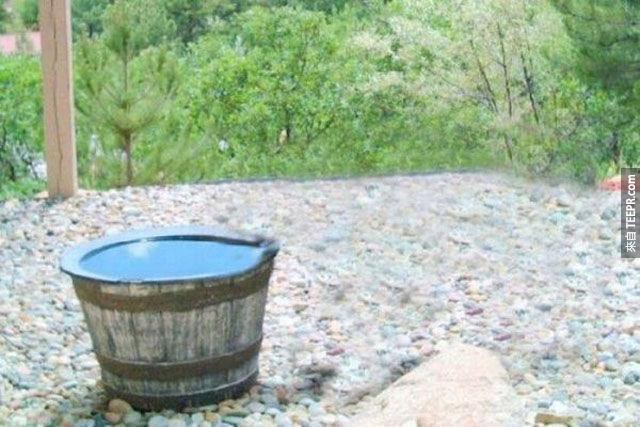 這家人的水一直憑空消失,因此他們架設了一台攝影機。你一定要看看他們捕捉到的景象。