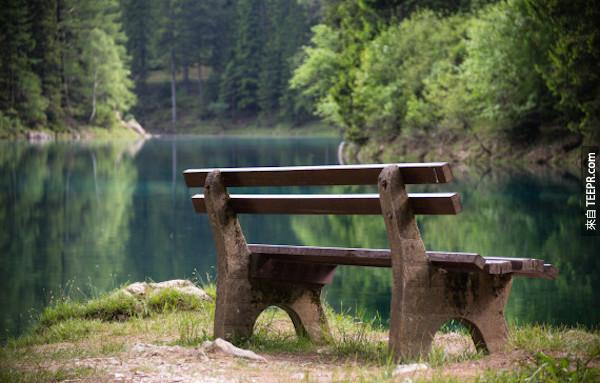 這個奧地利的公園一到夏天的時候就會變成一座湖。真的酷到不行!