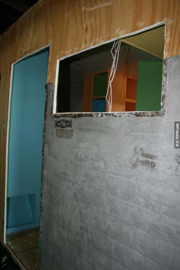 然後才開始安裝鋁製牆版。