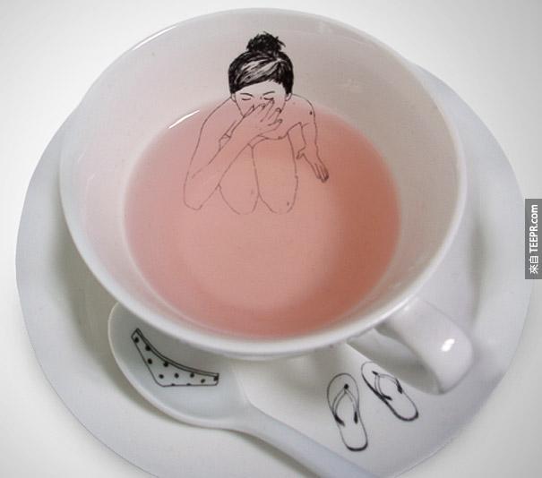 1. 洗澡的女生茶杯组