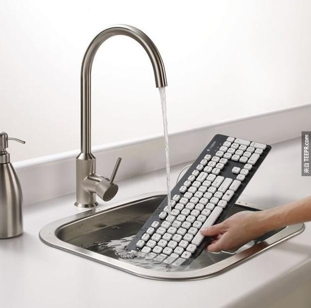 3.當你擁有這個可水洗式的鍵盤組,就不怕咖啡打翻囉。